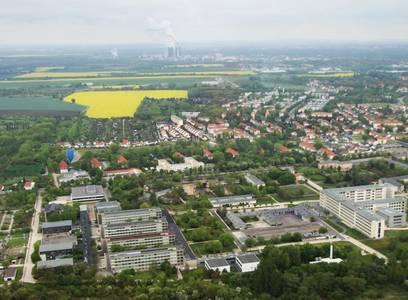Unser Standort aus der Luft, im Vordergrund die Hochschule Merseburg